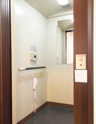院内エレベーターの写真